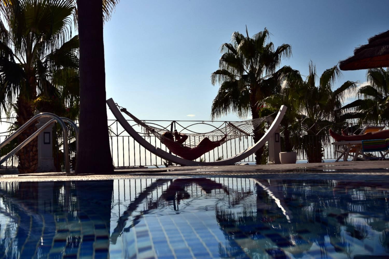 dondolo-piscina